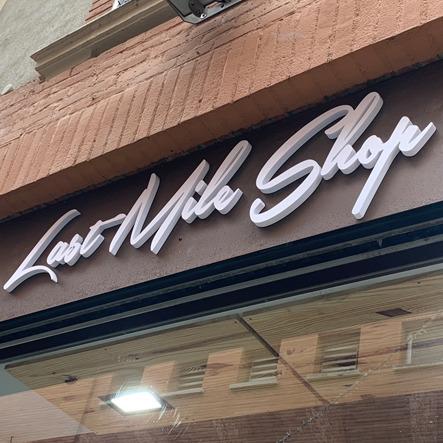 façade décors boutique enseigne lumineuse